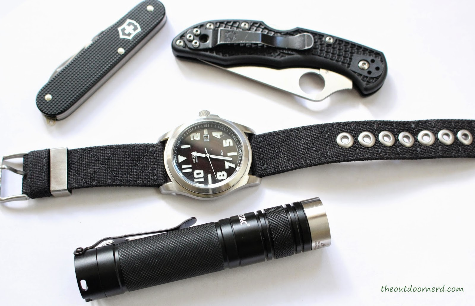 EagleTac D25LC2 Mini 18650 Flashlight With Friends 1