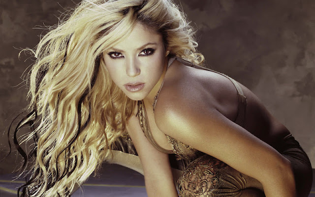 Shakira sexy in dress