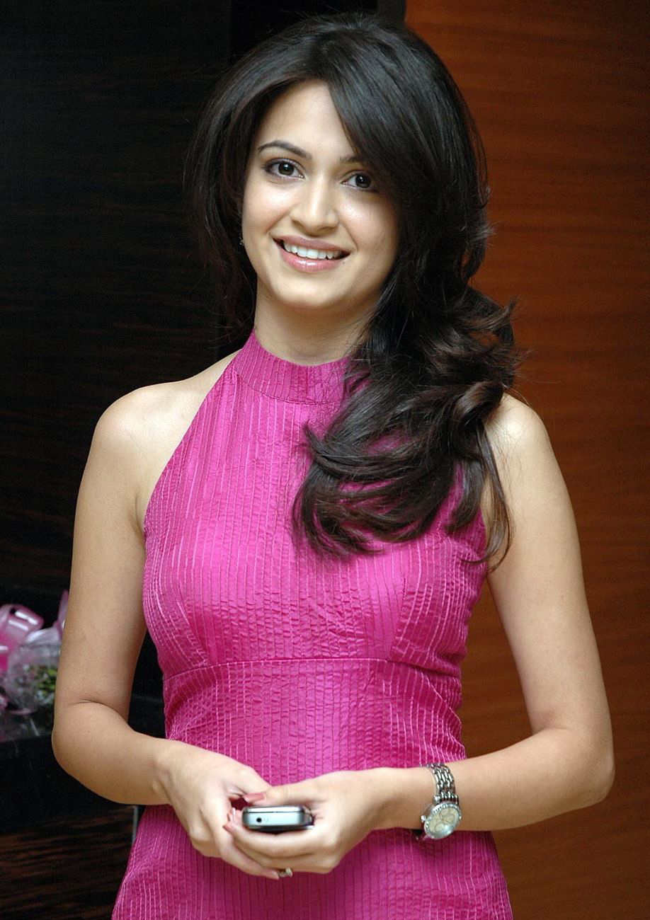Kriti Kharbanda Latest Top Photo Collection