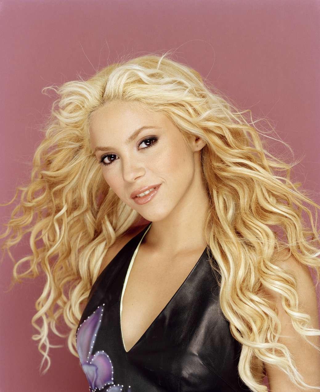 http://3.bp.blogspot.com/-vIpbdjcL8fc/Tif3Vy705ZI/AAAAAAAAAe4/_ZPuke3owmo/s1600/Shakira10.jpg
