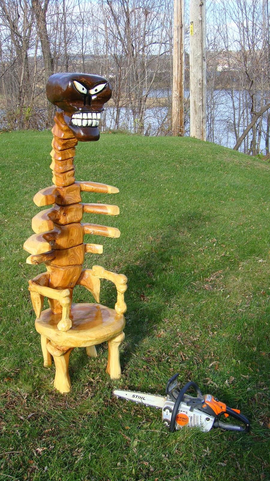 Sculptures à la tronçonneuse et au ciseaux sur bois québec