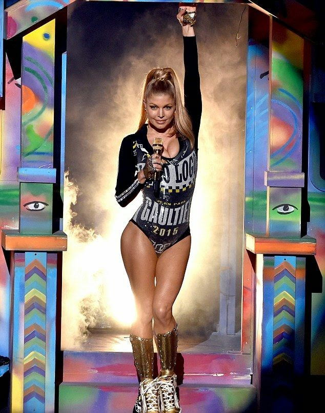 It looks like all those Pilates classes have been paying off! That's exactly what Fergie do in the American Music Awards at Los Angeles, CA, USA on Sunday, November 23, 2014.