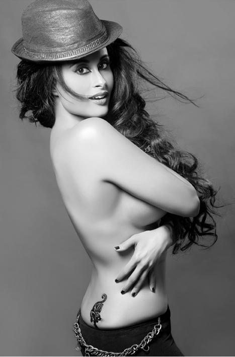 Hot Aiysha Saagar topless