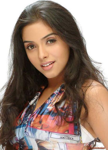 Foto-Asin-Thottumkal-Arttis-Seksi-Bollywood_4