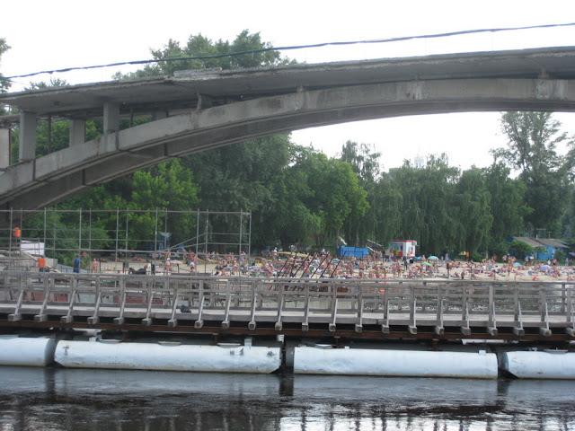 вид на мост и пляж