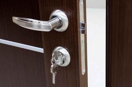 Como cambiar una cerradura de una puerta aprender hacer - Cambiar puertas de casa ...