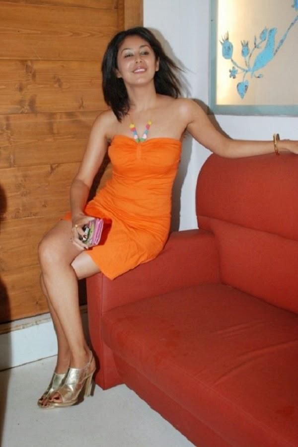 Anjali Pandey crossed legs