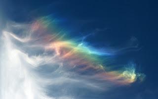 el arco iris en las nubes