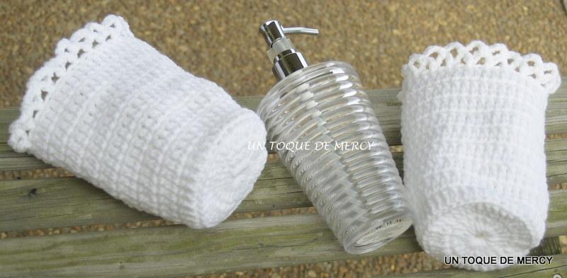 Set De Baño En Crochet Con Una Aguja: CON PILARES PARA HACER LOS FORROS PARA JABON LIQUIDO Y EL FRASCO DE