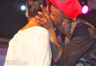 Exclusive Photos Suprised ; Newly Wedded Peter Okoye Kisses a Girl Live on Stage .