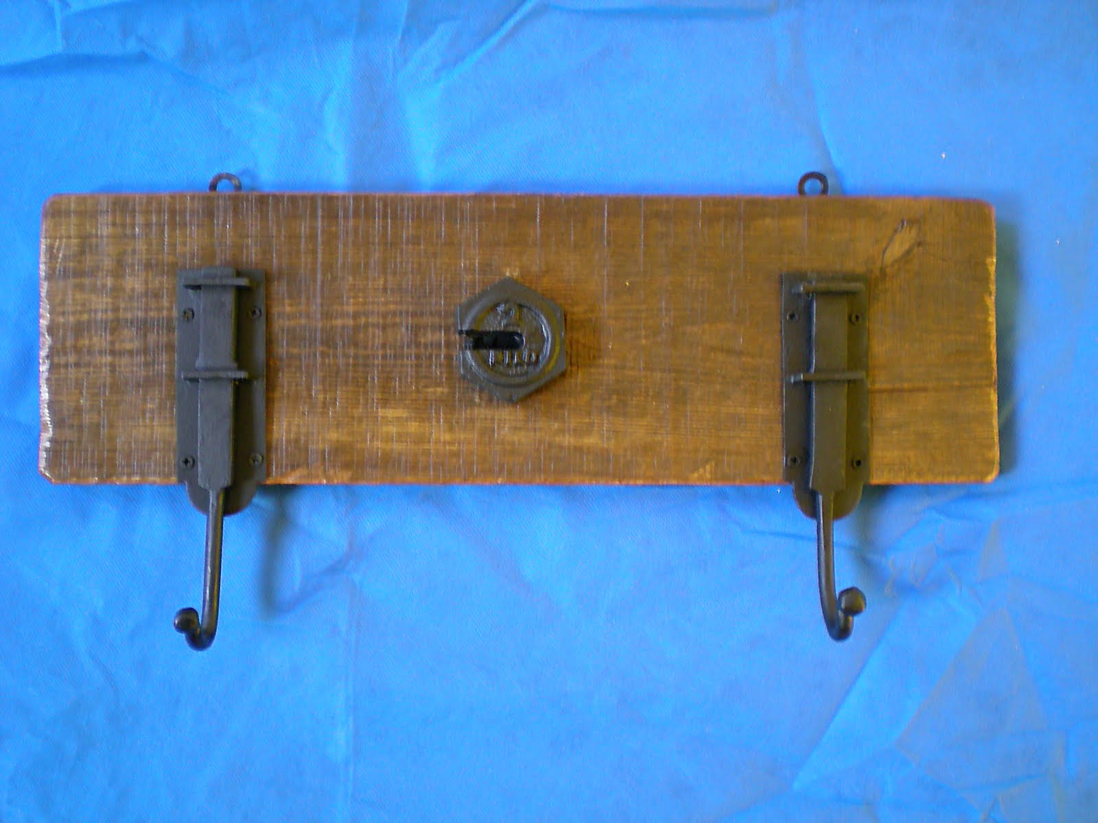 El fog n artesan as en madera r stica y hierro uruguay - Percheros rusticos de pared ...