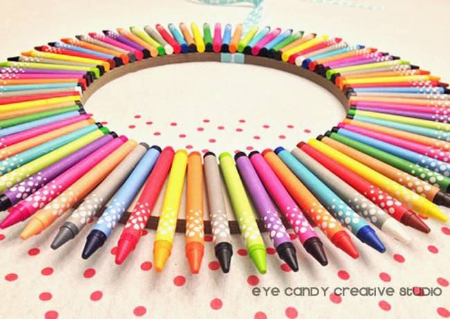 crayons glued to wreath, bright colored crayons, how to make a wreath from crayons
