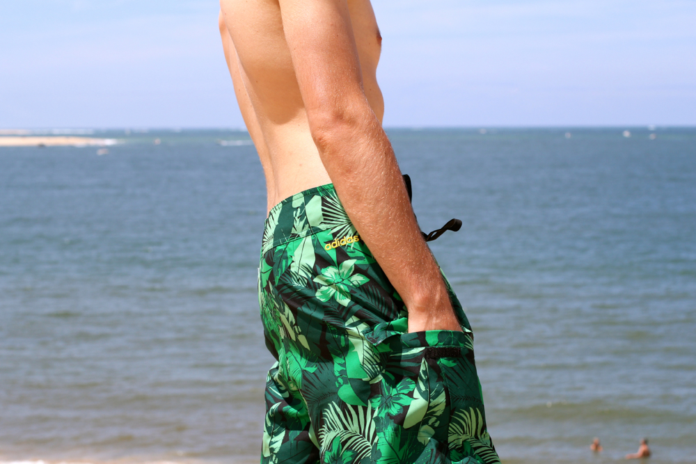 BLOG-MODE-HOMME_Vacances-dune-pyla-pilat_Uniqlo-Adidas-Neo-Label_short-bain-swimsuit