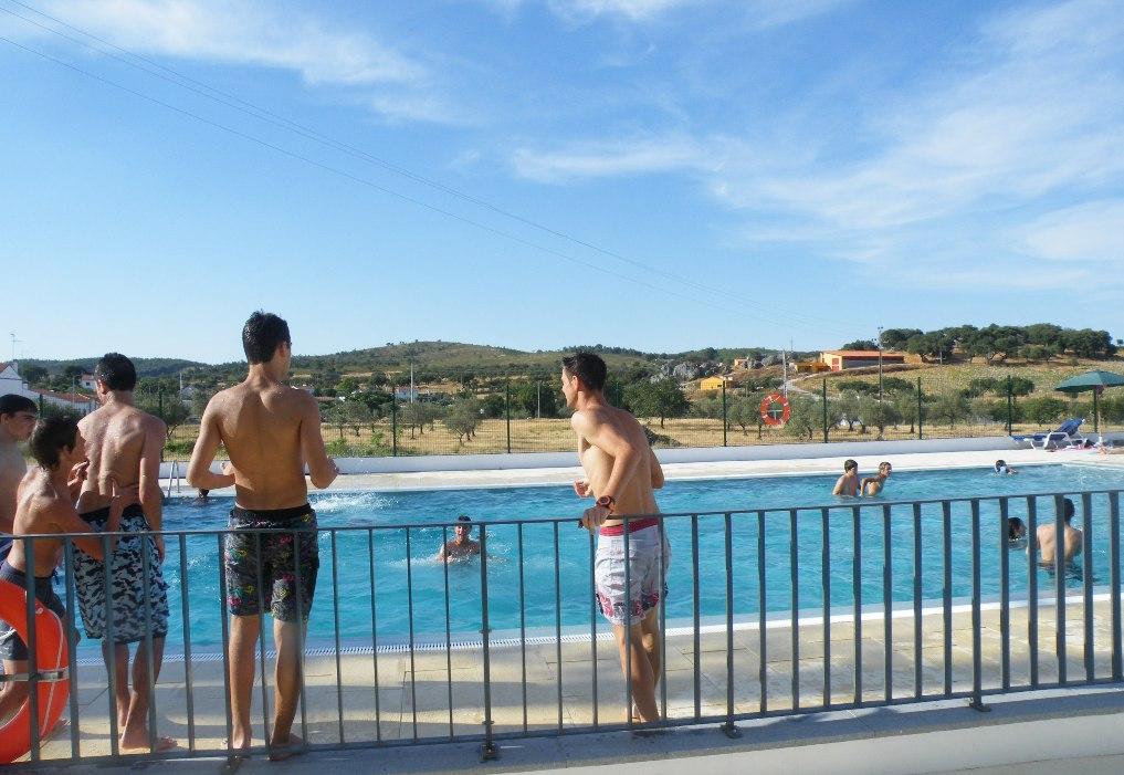 Arronches em not cias esperan a piscina municipal for Piscina municipal ilhavo