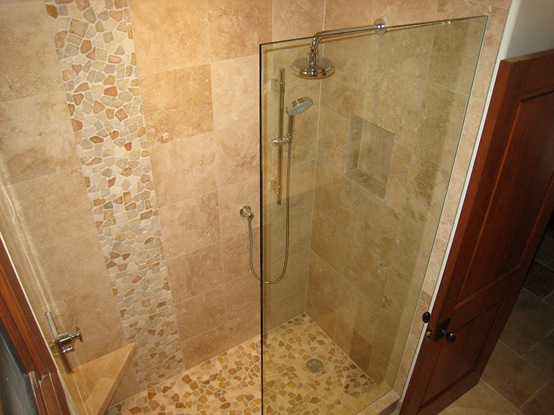 Sumptuous bathroom tile gallery for extravagant bathroom for Bathroom designs with travertine tile