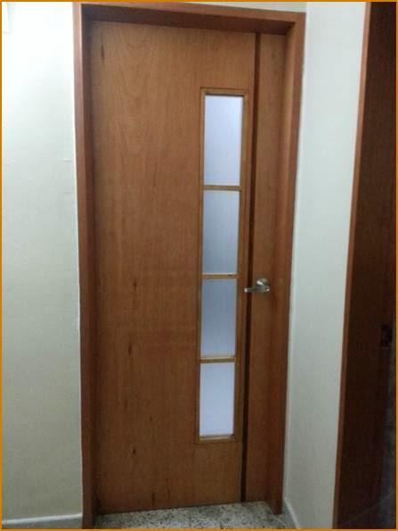 Puertas para ba o en madera for Puertas blancas con vidrio