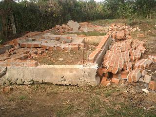Siguen los desalojos en Cuba socialista: Viviendas reducidas a escombros en Bayamo  Decenas+quedaron+en+este+estado+PICT0259