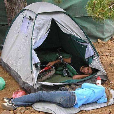 رجل وامرأه ينامان فى خيمة الغابة - man woman sleep tent
