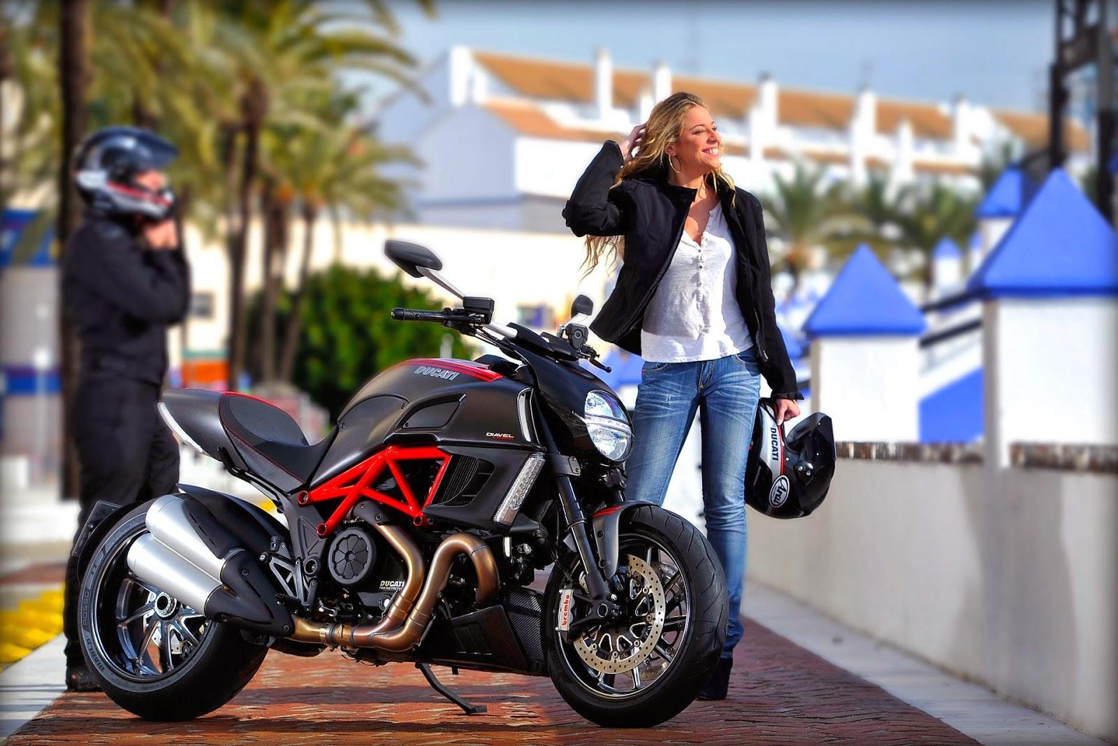Ducati Diavel Base - Giá : 34,440 USD