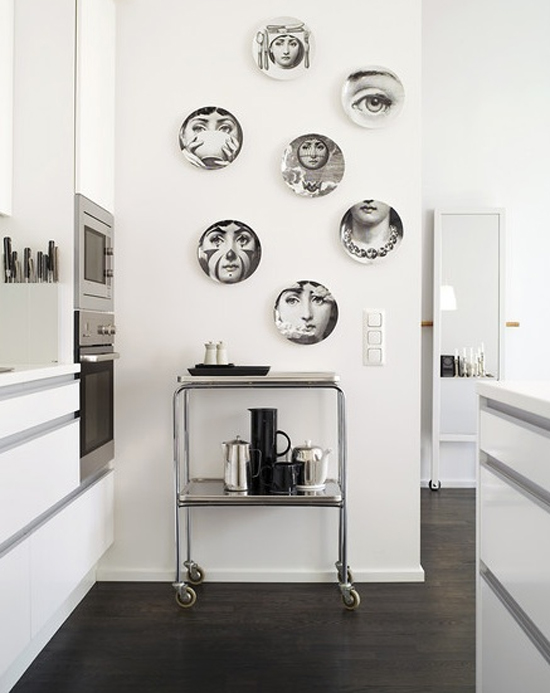 Living in designland decorar con platos - Platos decorativos pared ...