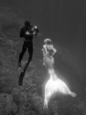 фото русалок в чёрном море с голой грудью