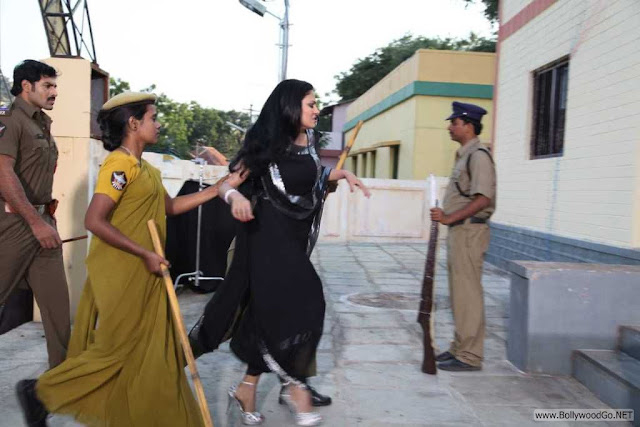 Veena+Malik+Arrested+(2)