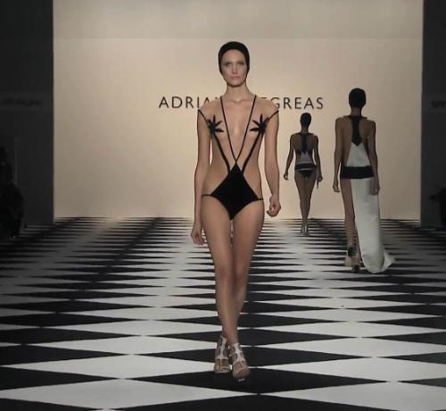 Meghökkentő, de gyönyörű - trikini műalkotás