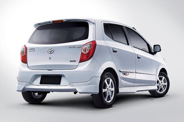 Toyota agya belakang