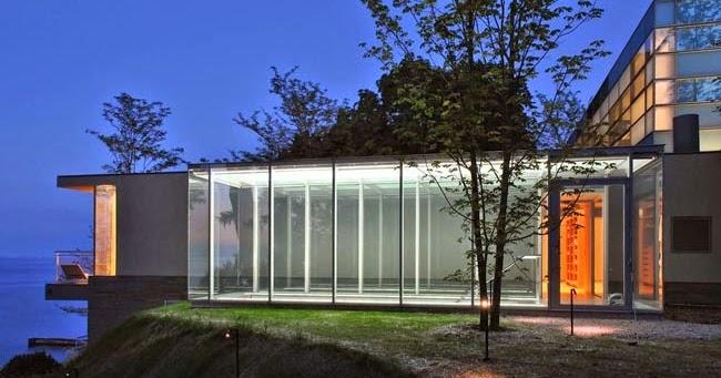 Casas minimalistas y modernas casa minimalista sobre el for Casa minimalista vidriada