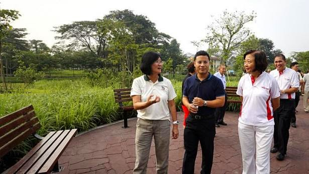 Mr Desmond Lee (second from left) and Dr Lee Bee Wah (right) tour the Springleaf Nature Park.
