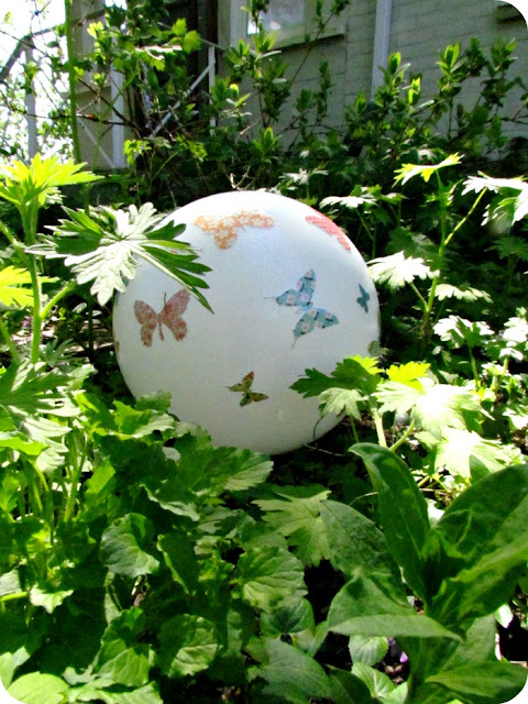 Garden Gazing Ball, How to make a garden ball, how to make a gazing ball, light fixture recycle, Make your own garden ornaments, Mod Podge, Butterflies, handmade garden decor, garden crafts