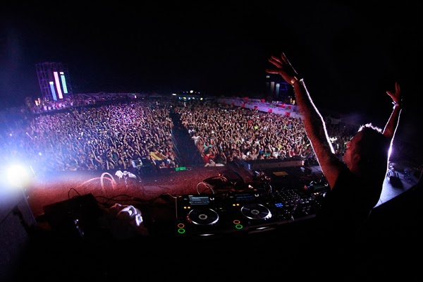 dúo-belga-Dimitri-Vegas-Like-Mike-noche-Festival-Summerland-2014