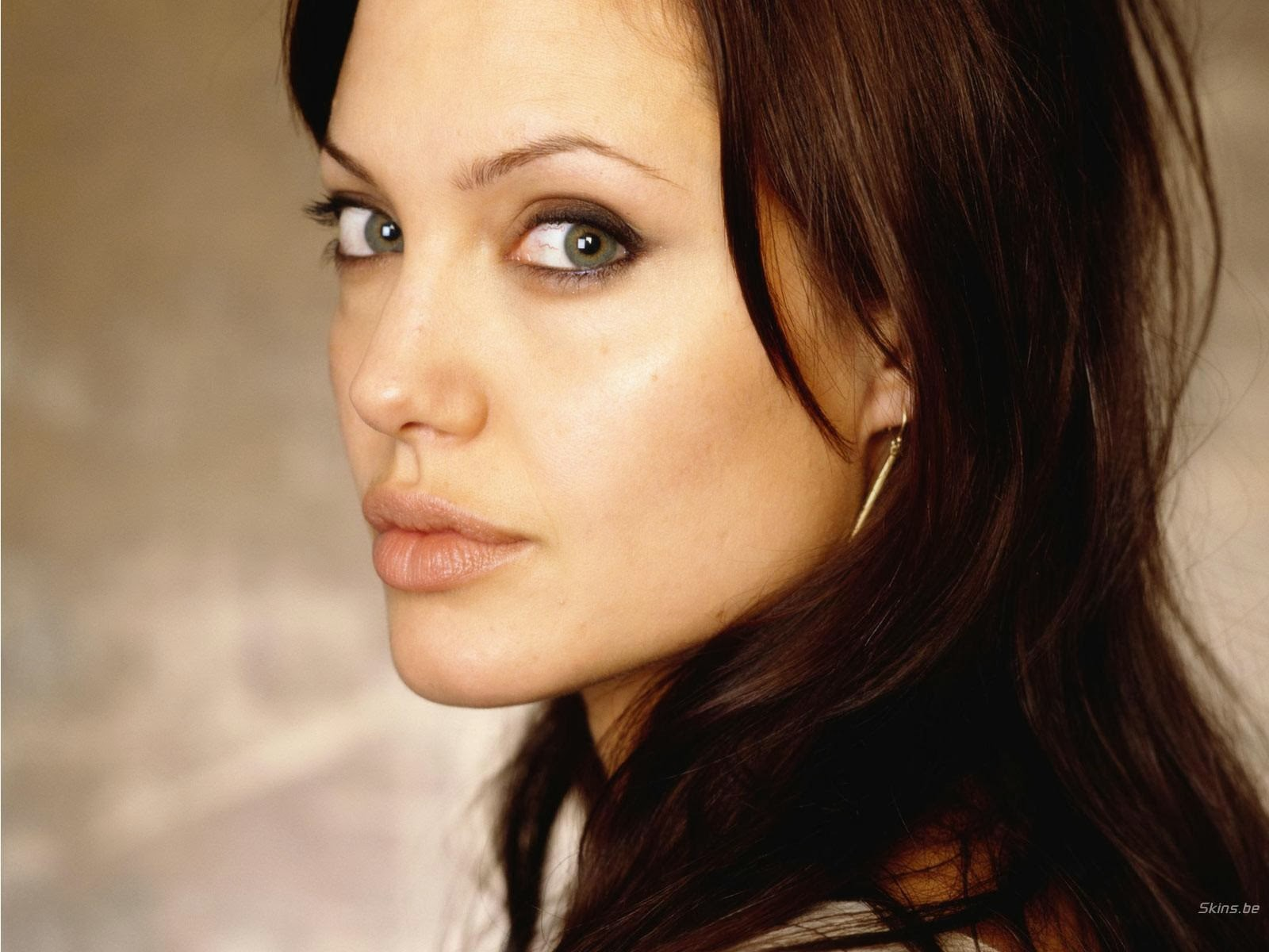Angelina Jolie HD Wallpaper for Mobile