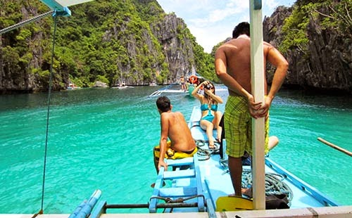 Island hopping tour in Philippines
