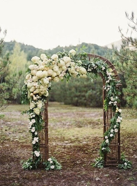 Even Weathered Old Wood From Discarded Palettes Can Form A Warm Rustic Entrance For Beloved Family And Friends Simple Wedding Arch