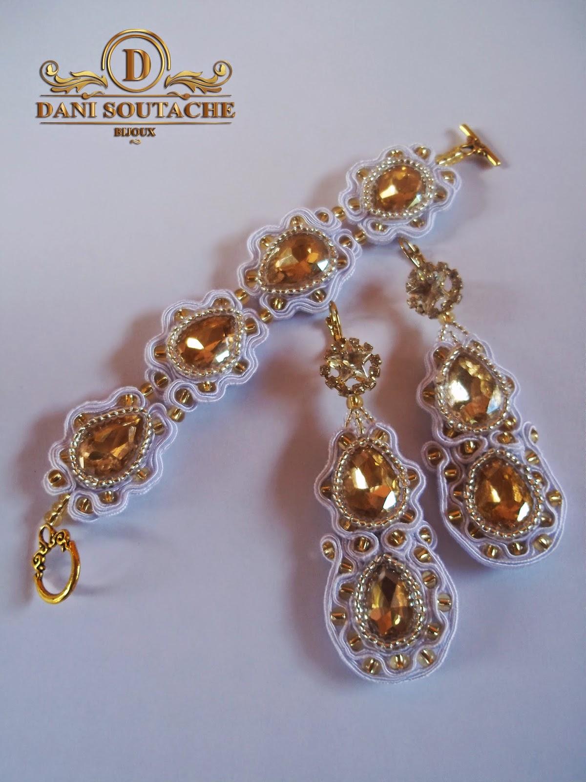 Conjunto composto por brincos e pulseira em soutache branco, miçangas jablonex douradas e pedras de vidro na mesma cor.