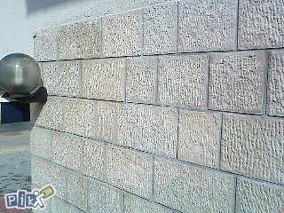 spicani na zidu