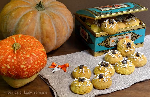 hiperica_lady_boheme_blog_di_cucina_ricette_gustose_facili_veloci_dolci_biscotti_di_halloween_alla_zucca_e_amaretti_2