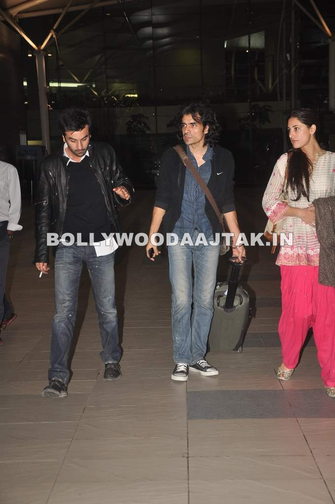 Nargis Fakhri1 - Ranbir and Nargis snapped at the airport - Ranbir Smoking