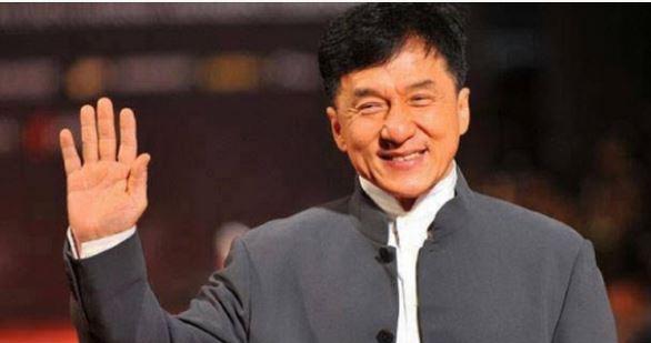 الممثل العالمي جاكي شان يعلن إسلامه