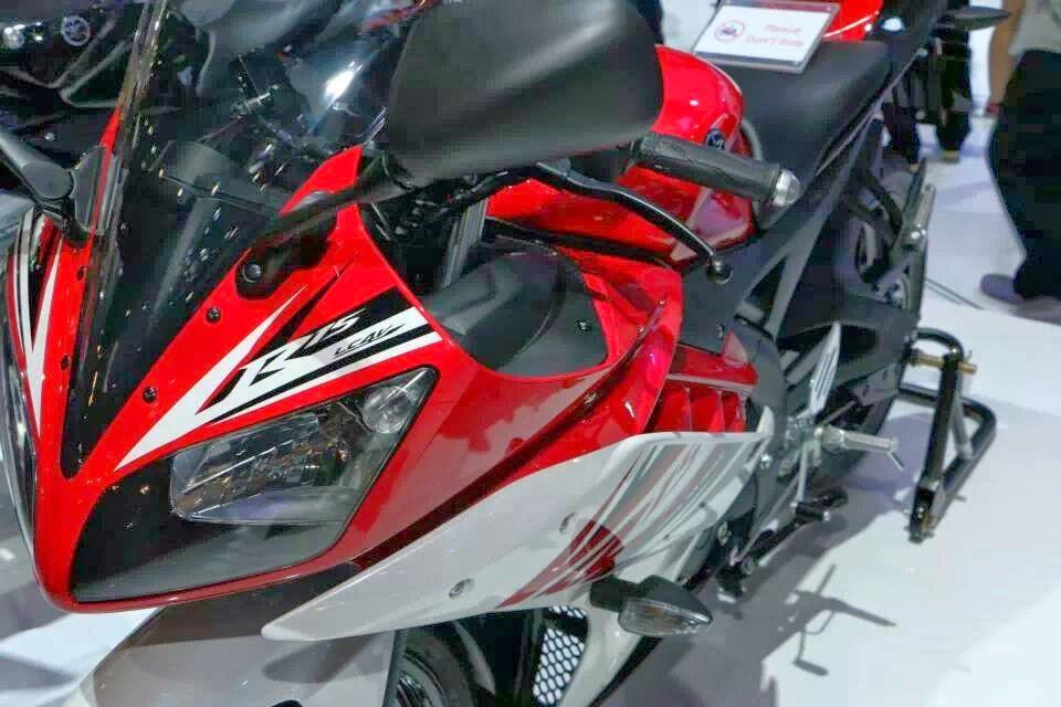 otoasia.net - Sebanyak 5 pembeli Yamaha R15 dari 1.500 orang akan berpeluang mendapatkan R15 Special Edition yang sudah dimodifikasi senilai total Rp 15 juta. Lima pembeli beruntung itu didapatkan dari undian yang dilakukan Yamaha dan pemenangnya akan dihubungi langsung oleh Yamaha.