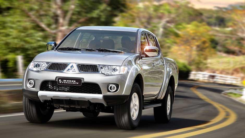 auto Mitsubishi L200 Triton 2013