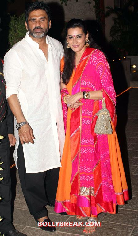 Suniel Shetty and Mana - (23) - Amitabh Bachchan Diwali Bash Photos