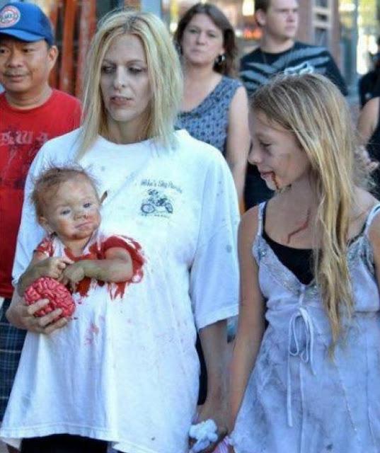 Disfraz creativo: Madre y Bebé Zombie