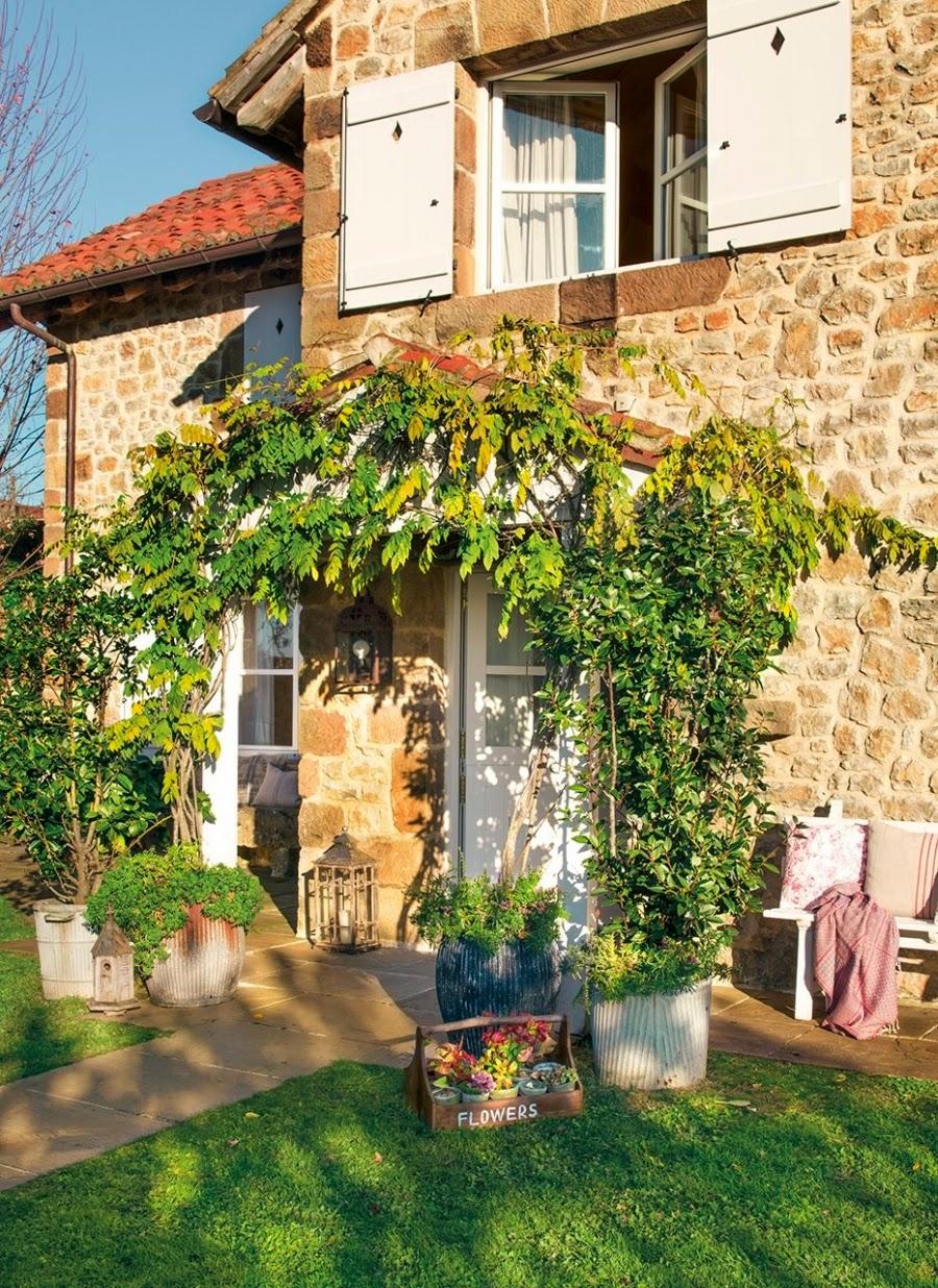 wystrój wnętrz, home decor, wnętrza, aranżacje, dekoracje, meble, dom, mieszkanie, styl rustykalny, styl francuski, szarości, stonowane kolory, wejście