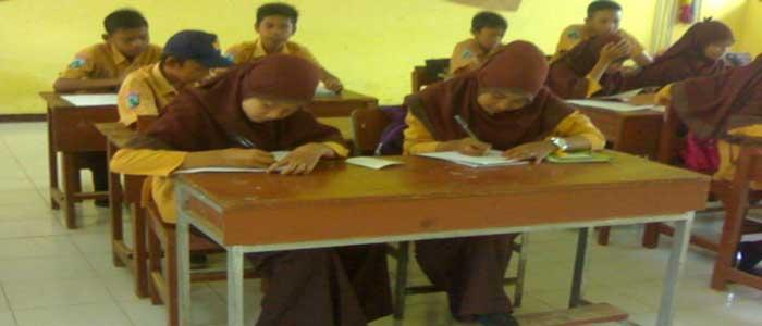 Download Makalah Budaya Religi di Sekolah