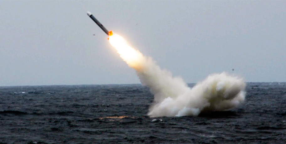 Navios da Marinha russa lançam 4 mísseis Kalibr contra Daesh