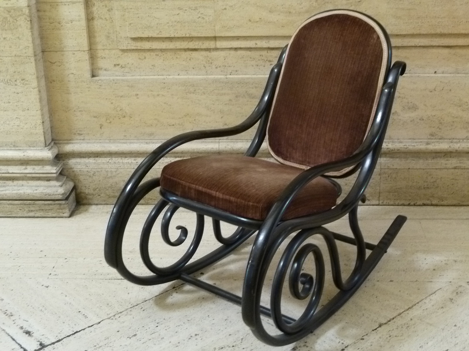 wayne colquhoun the thonet rocking chair piece of the week. Black Bedroom Furniture Sets. Home Design Ideas
