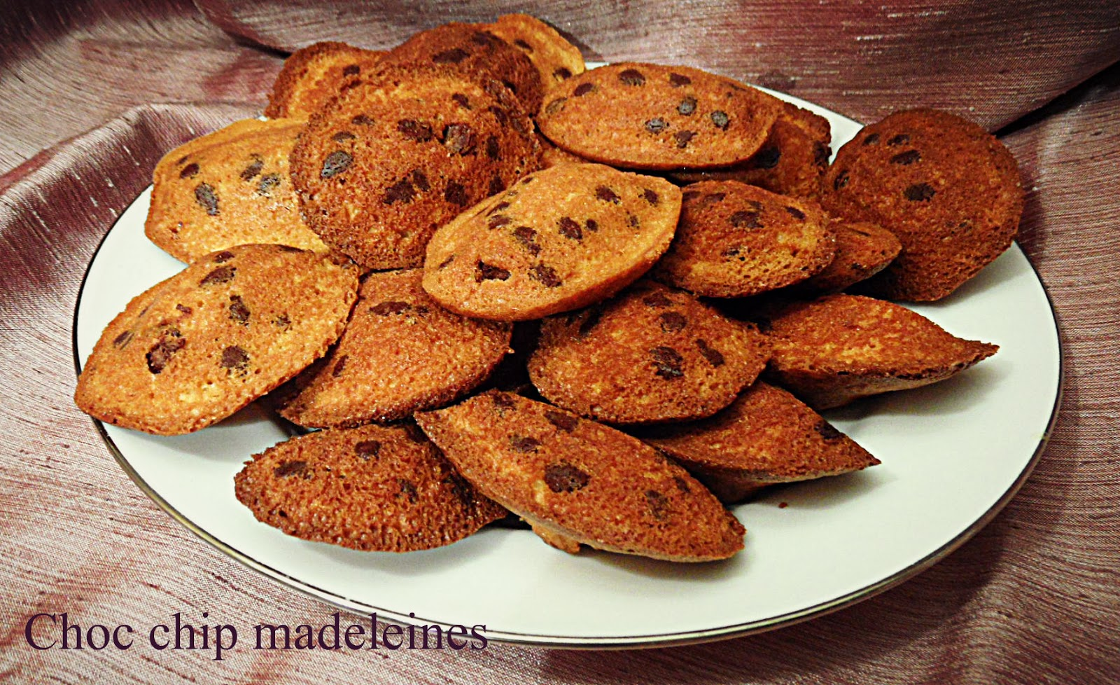 Chez Maximka: Choc chip madeleines