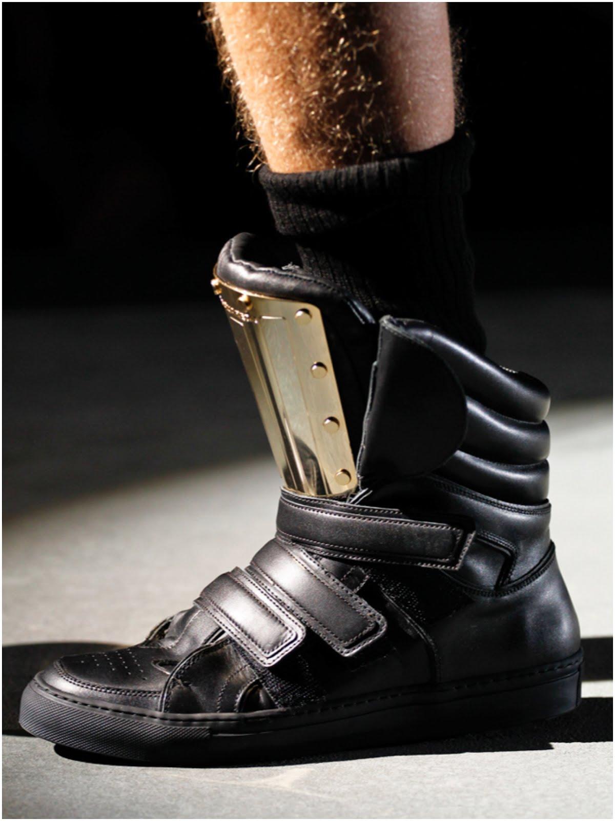 00O00 Menswear Blog: Jason Derulo's DSquared2 mirrored leather metal insert sneakers - 2013 Radio Disney Music Awards April 2013